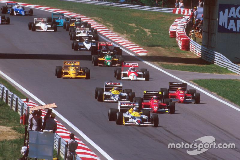 Nigel Mansell, Williams FW11B Honda, devant Gerhard Berger, Ferrari F187, Michele Alboreto, Ferrari F187, Nelson Piquet, Williams FW11B Honda, Alain Prost, McLaren MP4/3 TAG Porsche, et Ayrton Senna, Team Lotus Honda 99T