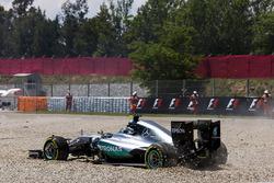 Nico Rosberg, Mercedes AMG F1 W07 Hybrid, nach Kollision mit Lewis Hamilton, Mercedes AMG F1 W07 Hybrid