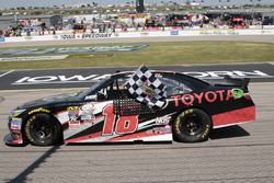 Race winner Sam Hornish Jr., Joe Gibbs Racing Toyota