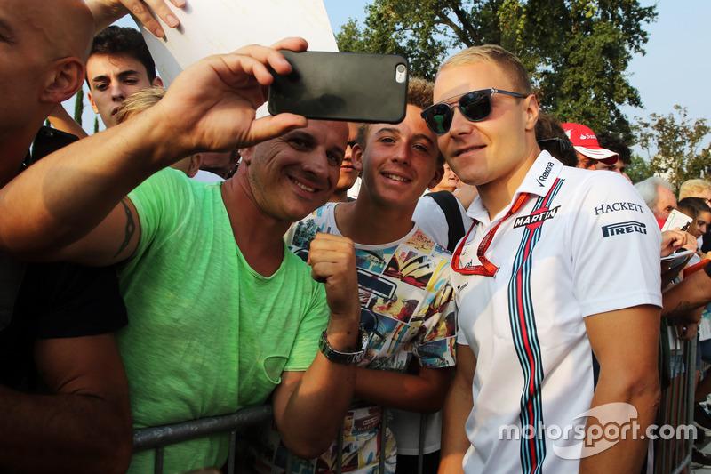 Valtteri Bottas, Williams con i fan