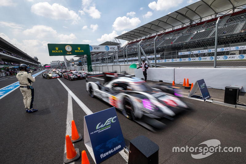 LMP1 cars lined up for qualifying after red flag