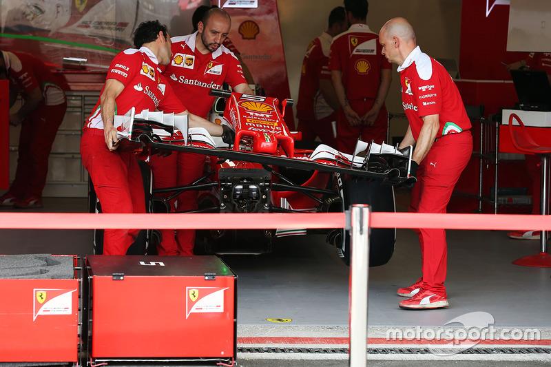 Ferrari SF16-H Себастьяна Феттеля, Ferrari, на піт-лейн