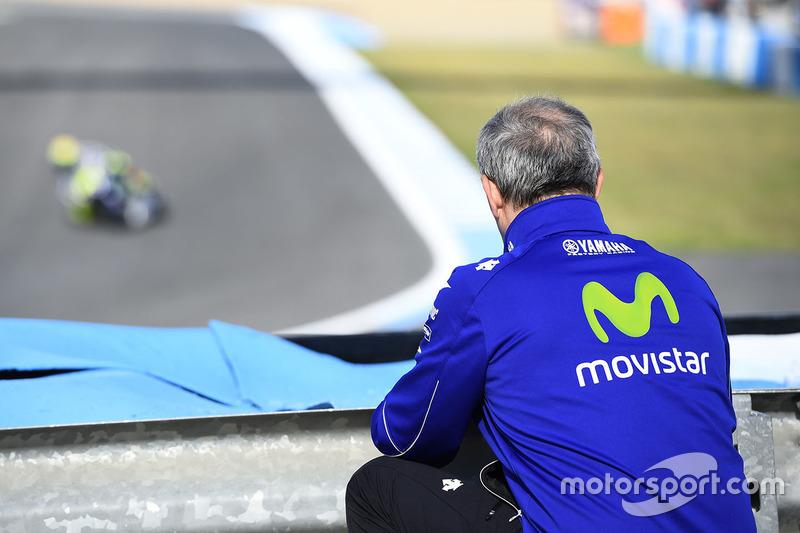 Luca Cadalora watches Valentino Rossi, Yamaha Factory Racing