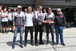 رومان غروجان، هاس يحتفل بعيد ميلادة مع الفريق