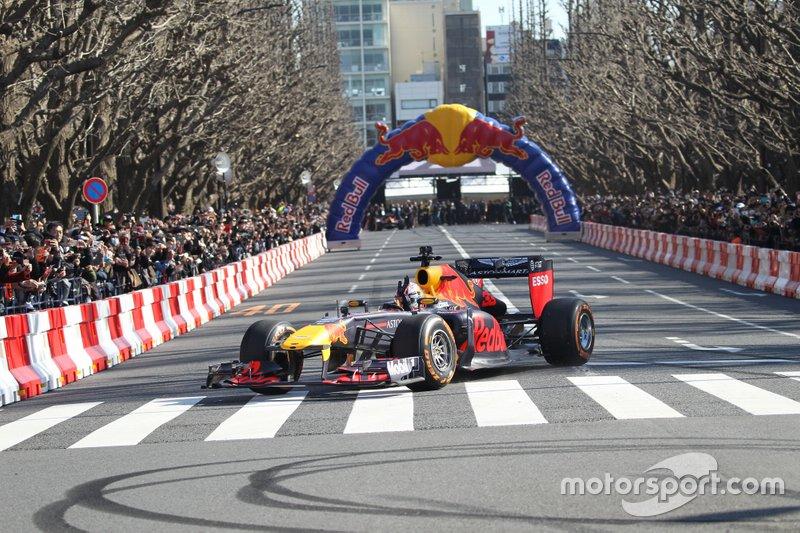 Red-Bull-Showrun in Tokio
