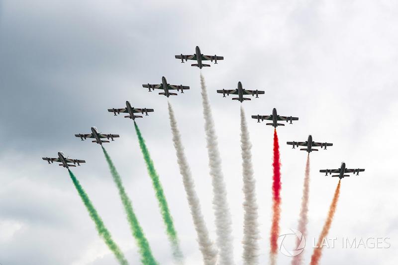 Antes da prova, os caças da Força Aérea Italiana também chamaram a atenção