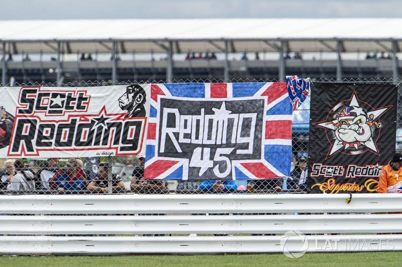 Des banderoles en soutien à Scott Redding