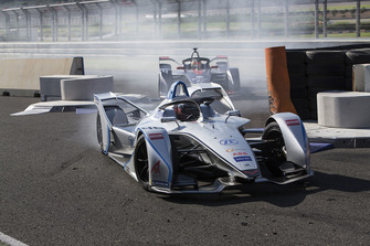 Edoardo Mortara Venturi Formula E leadsRobin Frijns, Envision Virgin Racing, Audi e-tron FE05