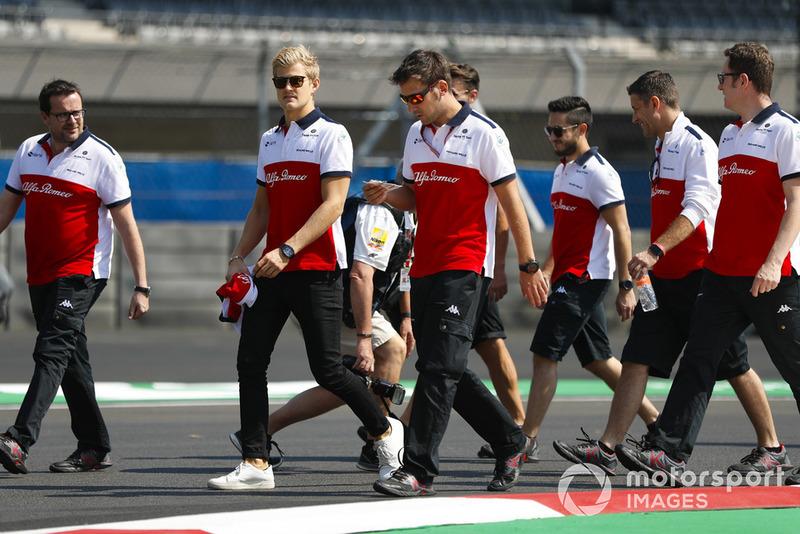 Marcus Ericsson, Sauber, fait une reconnaissance de la piste