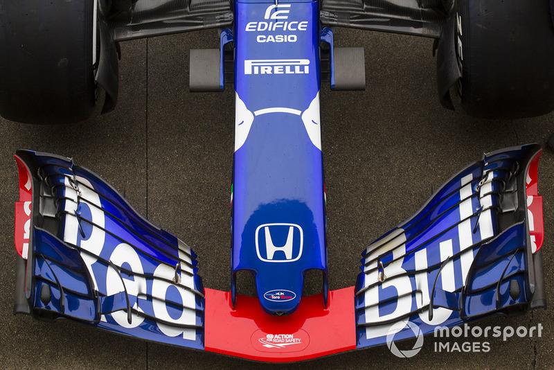 Morro y alerón delantero del STR13 de la Scuderia Toro Rosso