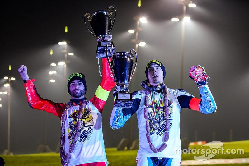 Mattia Pasini e Lorenzo Baldassarri, festeggiano il loro podio