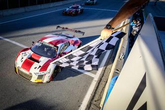 I vincitori della gara #29 Audi Sport Team Land Motorsport Audi R8 LMS: Christopher Haase, Kelvin van der Linde, Christopher Mies