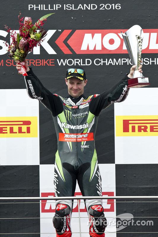 De winnaar Jonathan Rea, Kawasaki Racing Team op het podium