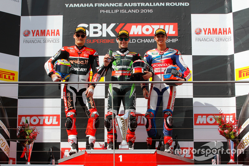 Podium Rennen 1 : 2. Platz Chaz Davies, Aruba.it Racing - Ducati Team; 1. Platz Jonathan Rea, Kawasaki Racing Team; 3. Platz MIchael Van der Mark, Honda WSBK Team