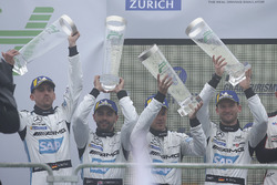 Podio: al secondo posto #4 Mercedes-AMG Team Black Falcon Mercedes-AMG GT3: Maro Engel, Adam Christodoulou, Manuel Metzger, Dirk Müller
