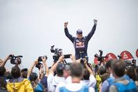 Otomobil klasmanı galibi Carlos Sainz, Peugeot Sport