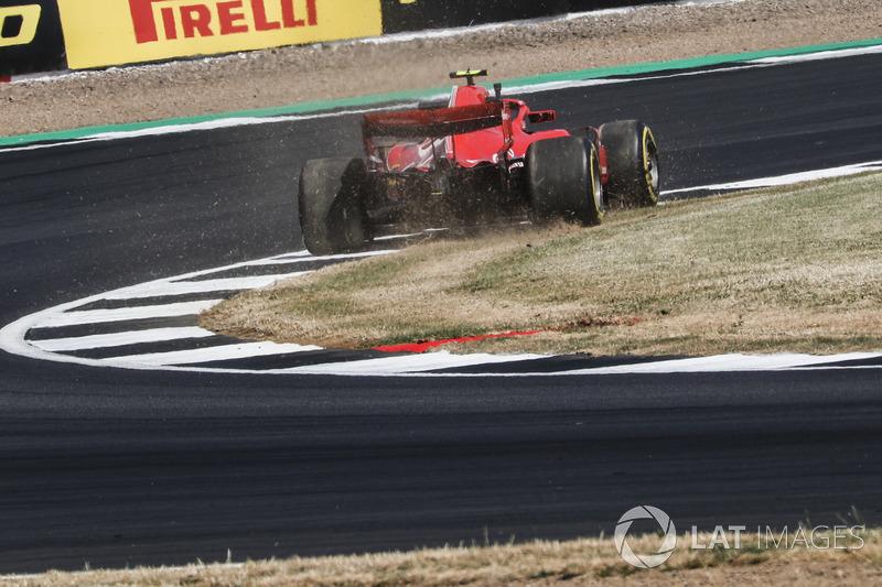 Kimi Raikkonen, Ferrari SF71H fait un tête à queue