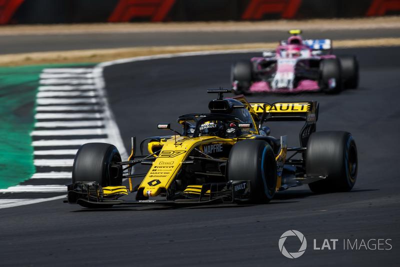 Nico Hulkenberg, Renault Sport F1 Team R.S. 18, y Esteban Ocon, Force India VJM11