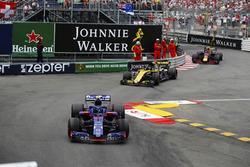 Pierre Gasly, Toro Rosso STR13, devant Nico Hulkenberg, Renault Sport F1 Team R.S. 18 et Max Verstappen, Red Bull Racing RB14