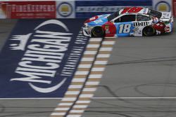 Kyle Busch, Joe Gibbs Racing, Toyota Camry M&M's Red White & Blue