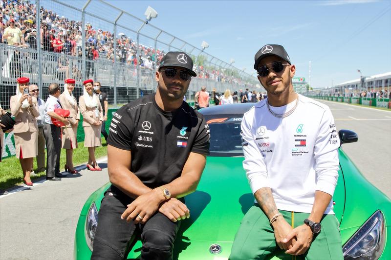 Lewis Hamilton, Mercedes AMG F1 con Russell Wilson