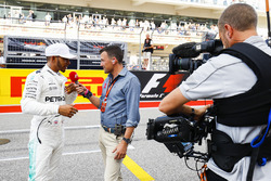 Will Buxton interviews pole man Lewis Hamilton, Mercedes AMG F1 after Qualifying