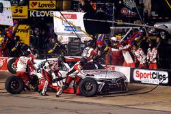Erik Jones, Joe Gibbs Racing, Toyota Camry Sport Clips pit stop
