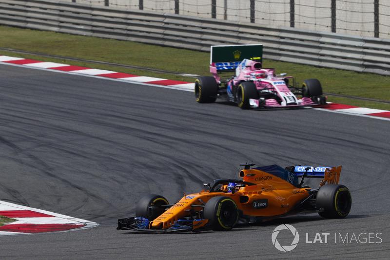 Fernando Alonso, McLaren MCL33 Renault, leads Esteban Ocon, Force India VJM11 Mercedes