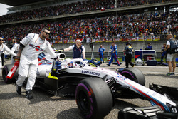 Sergey Sirotkin, Williams FW41 Mercedes, arrives on the grid