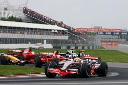 Lewis Hamilton, McLaren MP4-23, führt