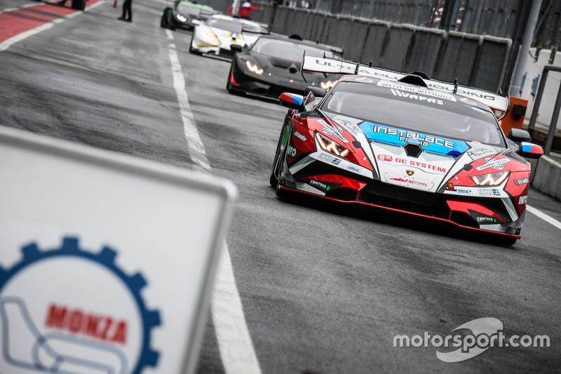 Huracan Super Trofeo Evo in pit lane