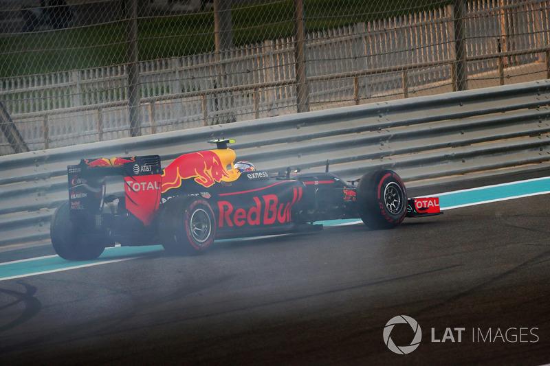 Макс Ферстаппен, Red Bull Racing RB12, розвернувся на старті