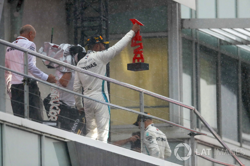 Podio: il vincitore della gara Lewis Hamilton, Mercedes AMG F1