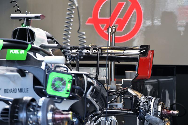 Haas F1 Team VF-18 arka kanat