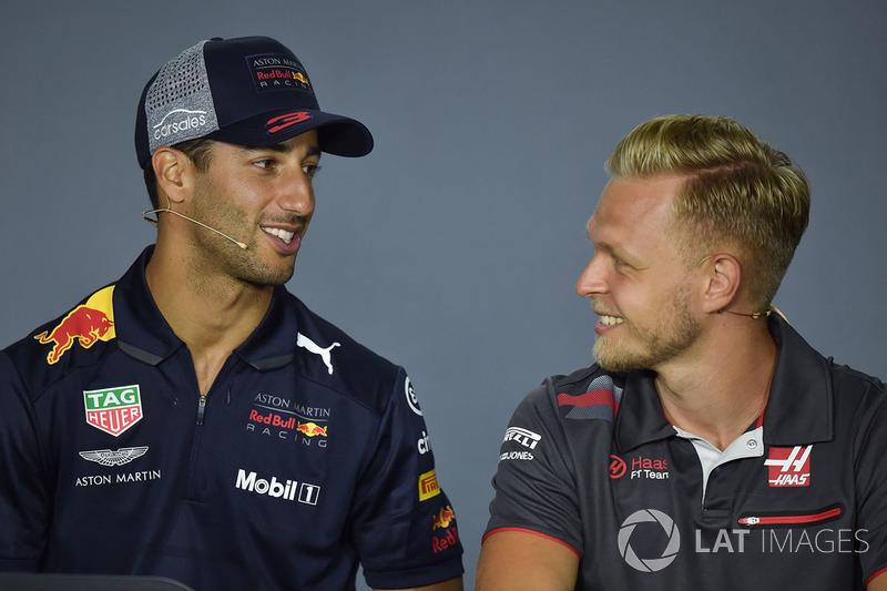 Daniel Ricciardo, Red Bull Racing ve Kevin Magnussen, Haas F1