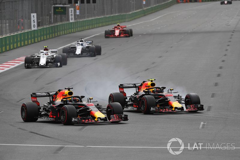 Daniel Ricciardo, Red Bull Racing RB14 y Max Verstappen, Red Bull Racing RB14 en batalla
