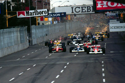 Gerhard Berger, Mclaren MP4/5B Honda leads Jean Alesi, Tyrrell 018 Ford at the start