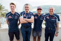 Сергій Белоусов, Данііл Квят, Карлос Сайнс і керівник Toro Rosso Франц Тост