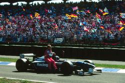 David Coulthard, Williams gives Rubens Barrichello, Lotus a lift back