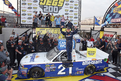 Race winner Johnny Sauter, GMS Racing, Chevrolet