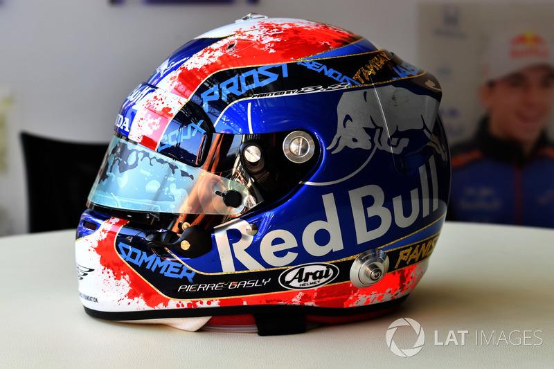 Шлем пилота Scuderia Toro Rosso Пьера Гасли