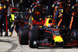Max Verstappen, Red Bull Racing RB13, pit stop