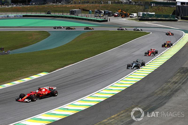 Sebastian Vettel, Ferrari SF70H, Valtteri Bottas, Mercedes AMG F1 W08, Kimi Raikkonen, Ferrari SF70H