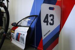 Partes y pit board de #43 BMW Team Schnitzer BMW M6 GT3: Augusto Farfus, Chaz Mostert, Marco Wittmann