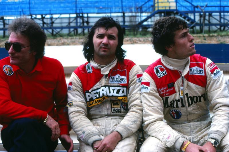 Gerard Ducarouge, ingénieur en chef Alfa Romeo, avec Bruno Giacomelli et Andrea de Cesaris.