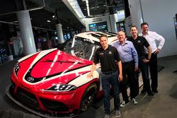 Christopher Bell und Kyle Busch mit dem Toyota Supra für die NASCAR Xfinity-Serie 2019