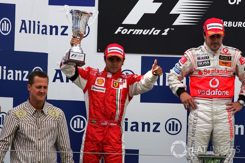 Podio: Ganador de la carrera Fernando Alonso, McLaren, segundo lugar Felipe Massa, Ferrari, Michael Schumacher, Ferrari