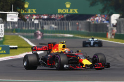 Max Verstappen, Red Bull Racing RB13, Valtteri Bottas, Mercedes AMG F1 W08