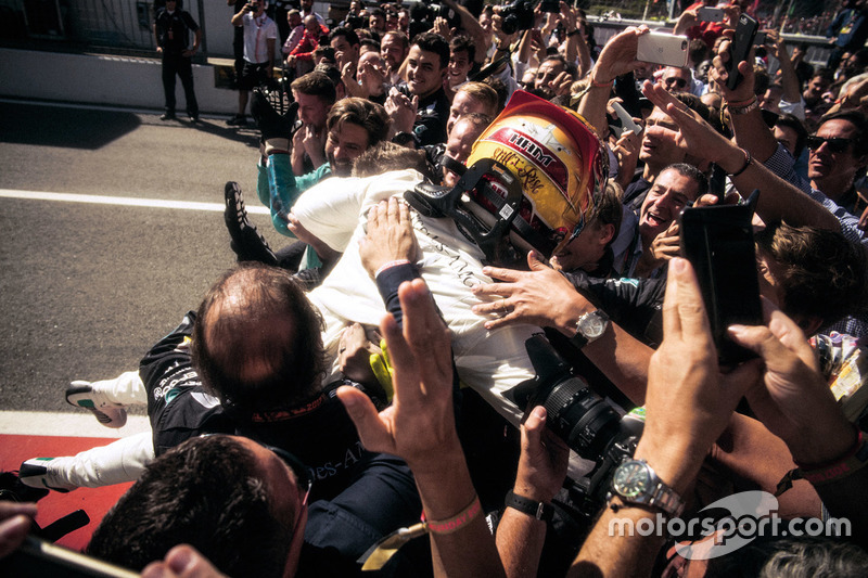 Yarış galibi Lewis Hamilton, Mercedes-Benz F1