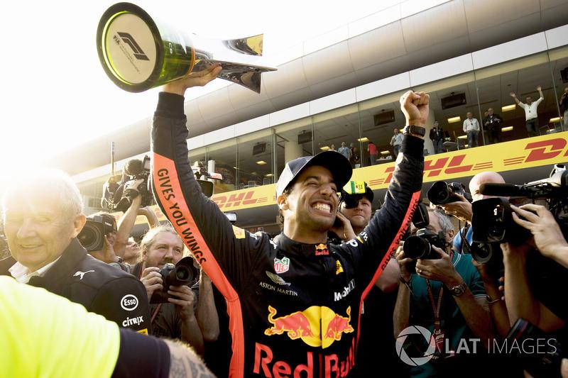 GP da China 2018: A vitória de Ricciardo no domingo também foi agitada, com a presença do Safety Car e a mudança de estratégia da Red Bull, fazendo seus pilotos pararem para a colocação de novos pneus.